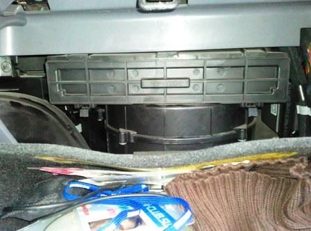 Люк салонного фильтра на Hyundai ix35