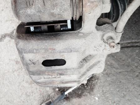 Закрываем тормозной суппорт на Mitsubishi Outlander XL