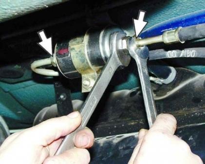 как поменять топливный фильтр на киа рио 2012 видео