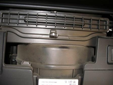 как поменять салонный фильтр киа соренто 2007г