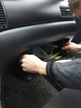 Открываем бардачок Toyota Corolla E120