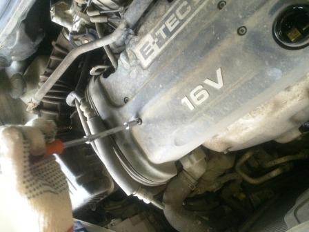 Откручиваем верхнюю панель Chevrolet Aveo